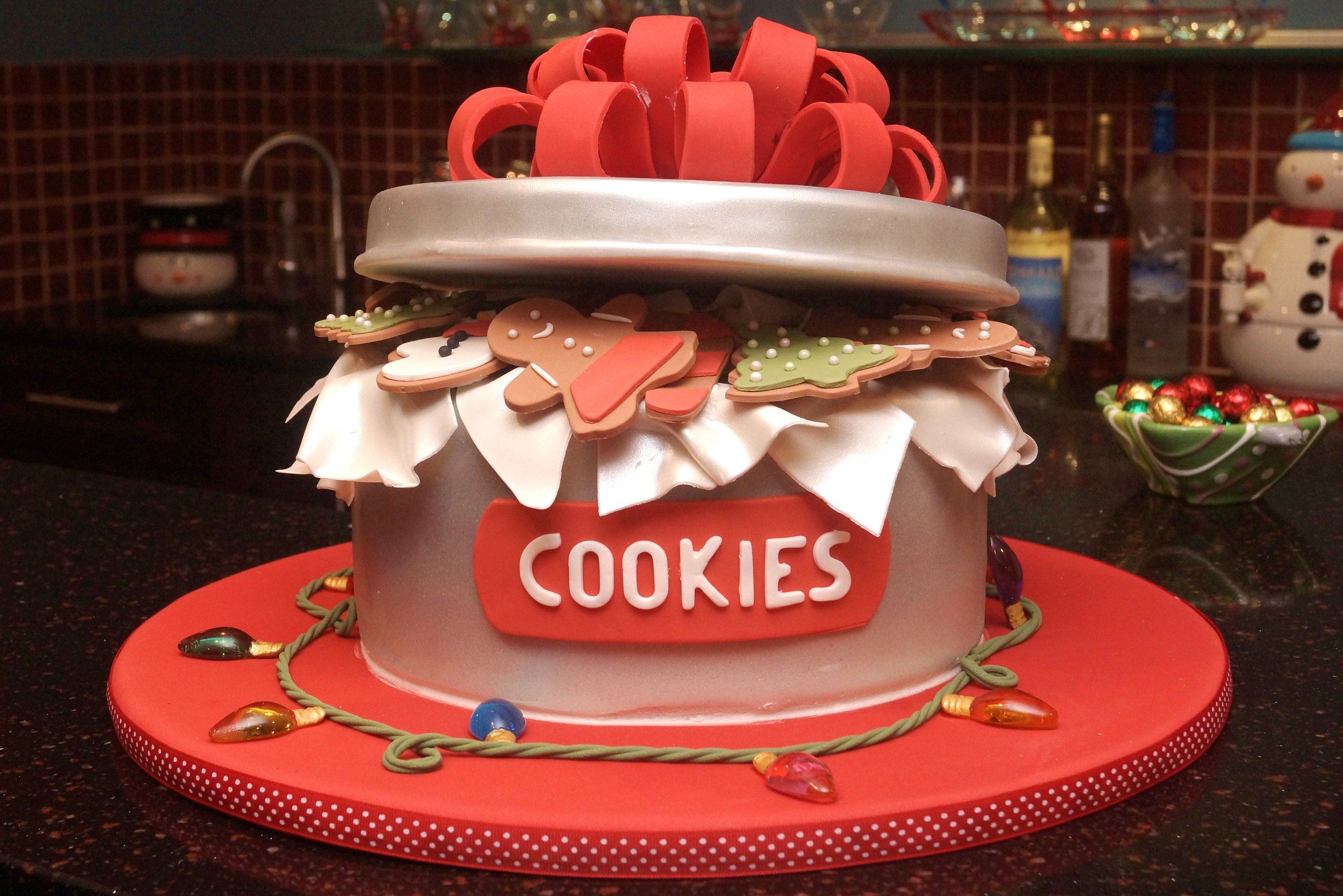 Christmas cookie jar cake with lights of sugar