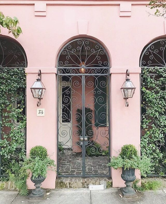 Little surprises and secret gardens in Charleston 🤩 I am excited to work on a new city guide coming to the blog soon! ⠀⠀ #charleston #charlestonsc #holycity #ihavethisthingwithdoors #charlestondoors #beautifuldoors #archilovers #archidaily #colorcrush #howihue #justbehue #ilovecolor #happycolors #mytinyatlas #travelblog #traveldiary #travelogue #traveltips #wearetravelgirls #girlsjustwannatravel #girlsthatwander #flowergram #garden #homeinspo #positivemind #flashesofdelight #lovelysquares #petitejoys #pursuewhatislovely #realestategoals via @preview.app