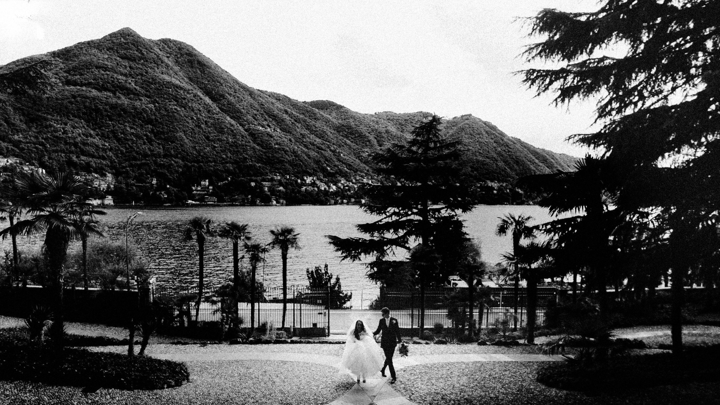 Bride and Groom arriving on the shore of lake como during an exclusive wedding at villa passalacqua