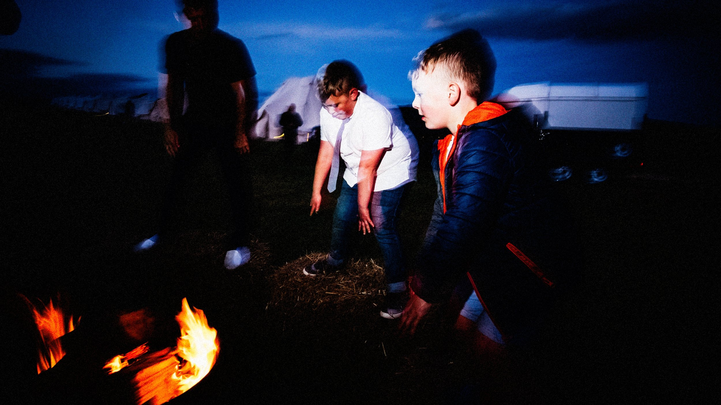 kids dancing during a relaxed summer tipi wedding in the peak district