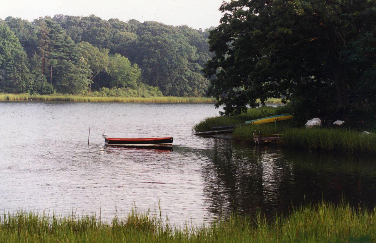 boat-chase-creek.jpg