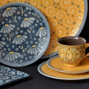 Charlotte & Siger Boehmer   Charlotte and Sigi are based in Hohr-Grenzhausen, Germany, a town dedicated to ceramics. Working in stoneware they make ceramics in new colours fronted-burning stoneware clay.