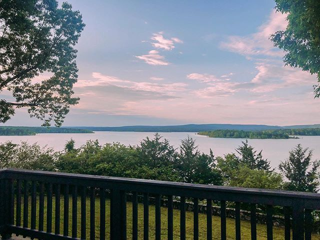 We can't get over the gorgeous view at our newest property 😍 this home will be live on our website & IS available for Memorial Day! Let us know if you are ready to book 🇺🇸
