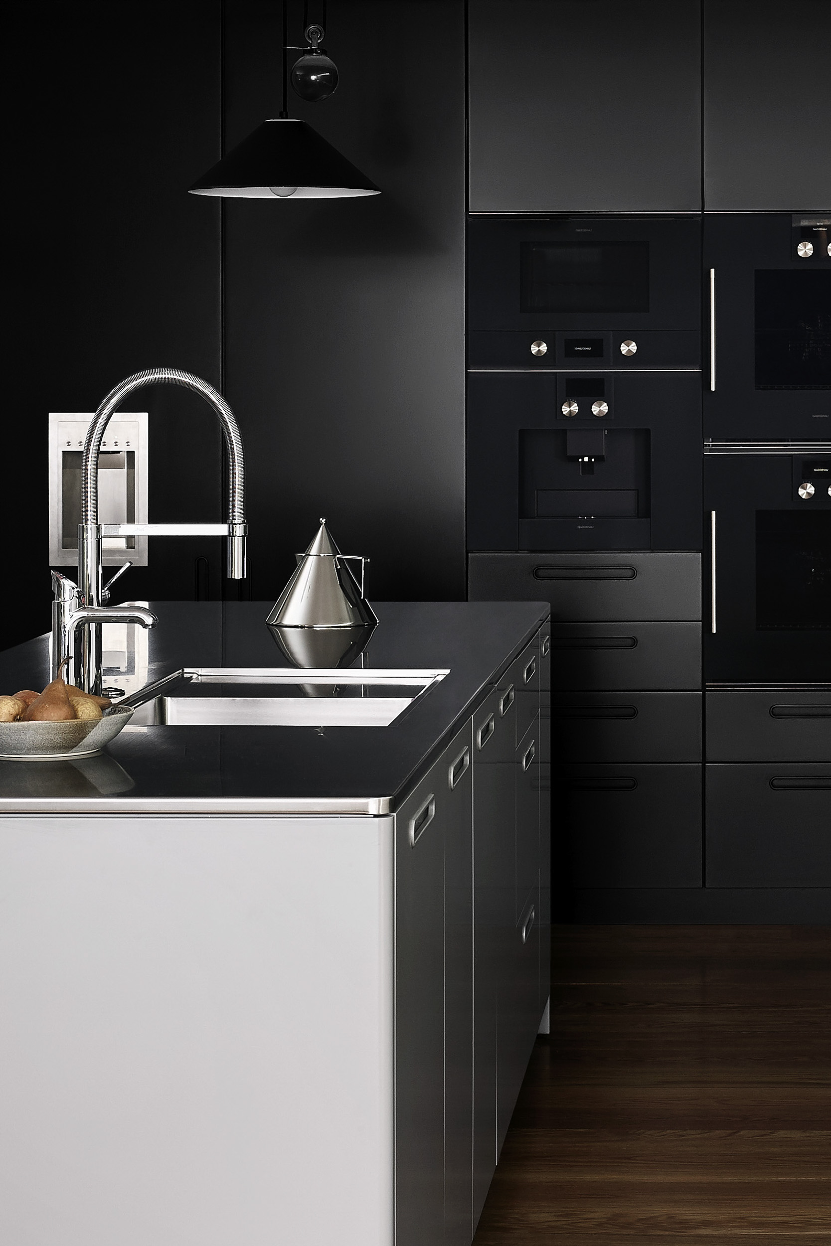 Tableau Kitchen System by Cantilever for Ross and Pauline Troon, Albert Park (cropped)_2.JPG
