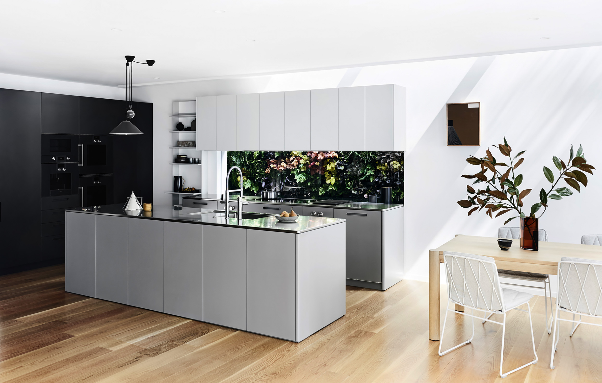 Tableau Kitchen System by Cantilever for Ross and Pauline Troon, Albert Park_1.JPG
