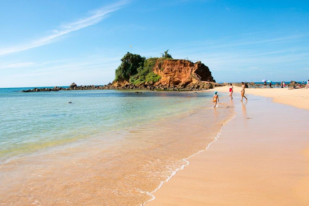 Mirissa-Beach.jpg