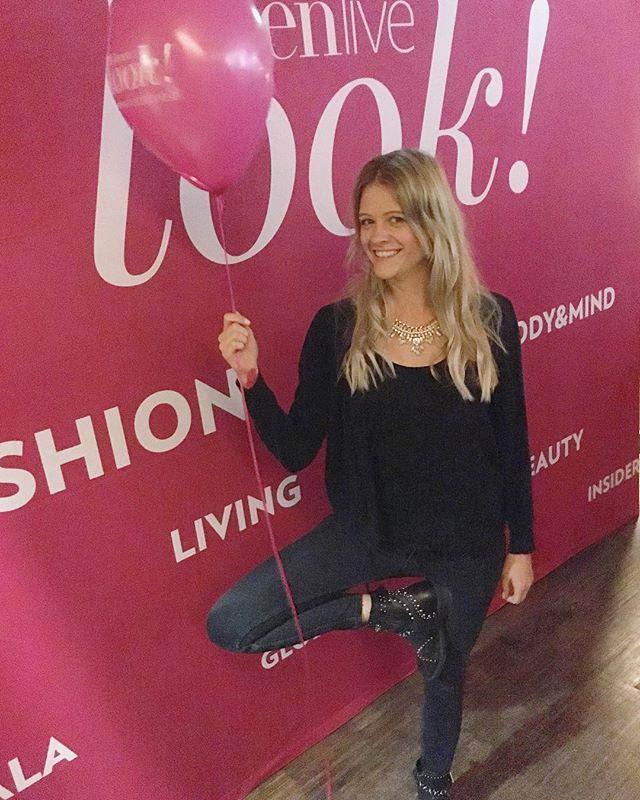 Danke für den netten Abend @lookmagazinwien ! 💜 #yoga #yogaeverywhere #lookmagazinwien #pink #ladiesnight