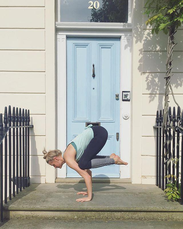I love London 🇬🇧🤘🏻💂♀️ *  #yoga #yogaeverywhere #vaycay #workshop #london #sunshine #thehappynow #happy #namaste