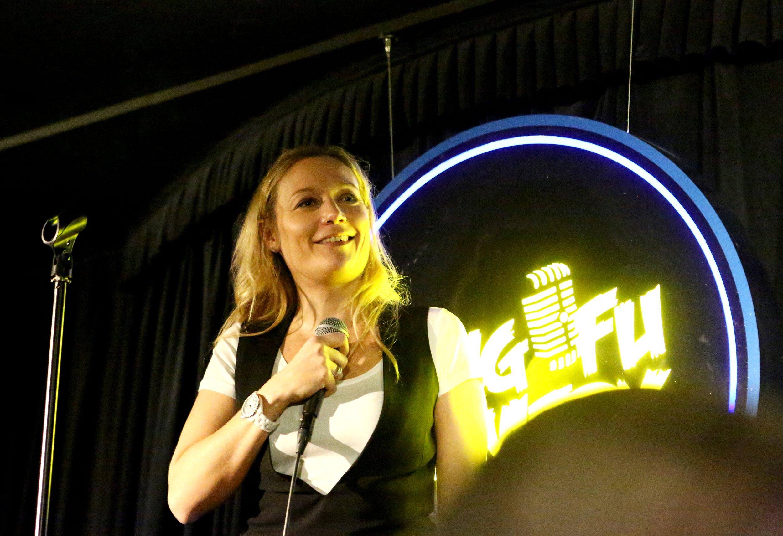 Caroline Vigneaux en plein spectacle
