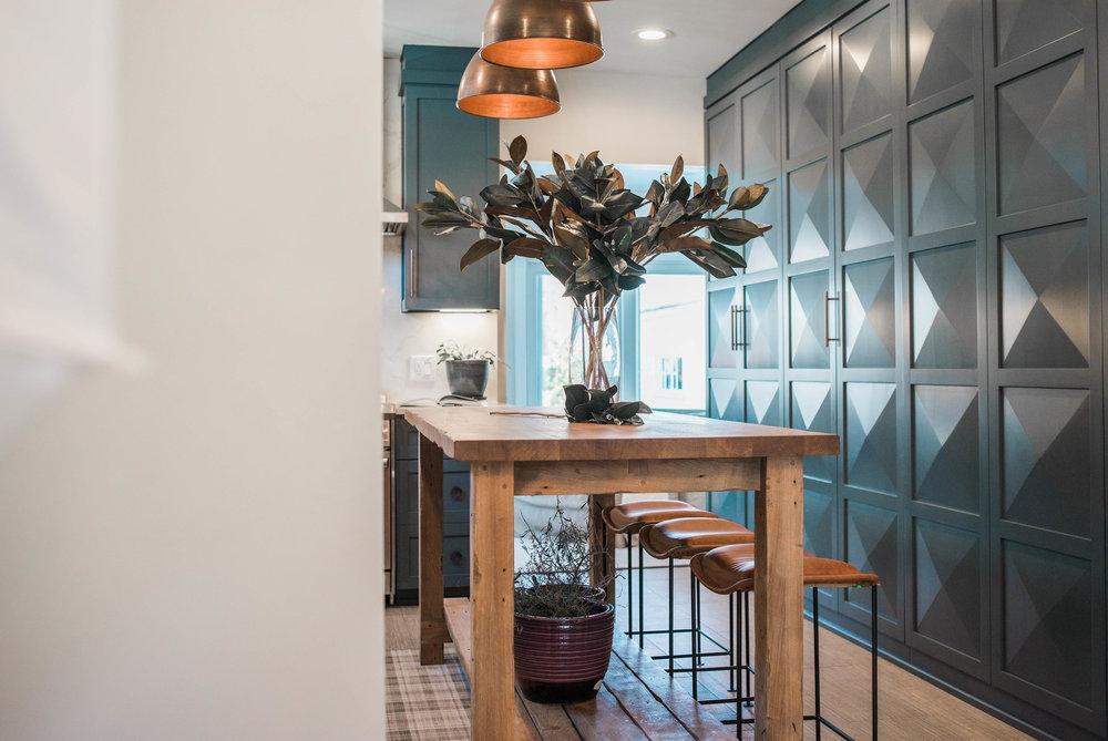diamond-plate-kitchen-cabinet.jpg