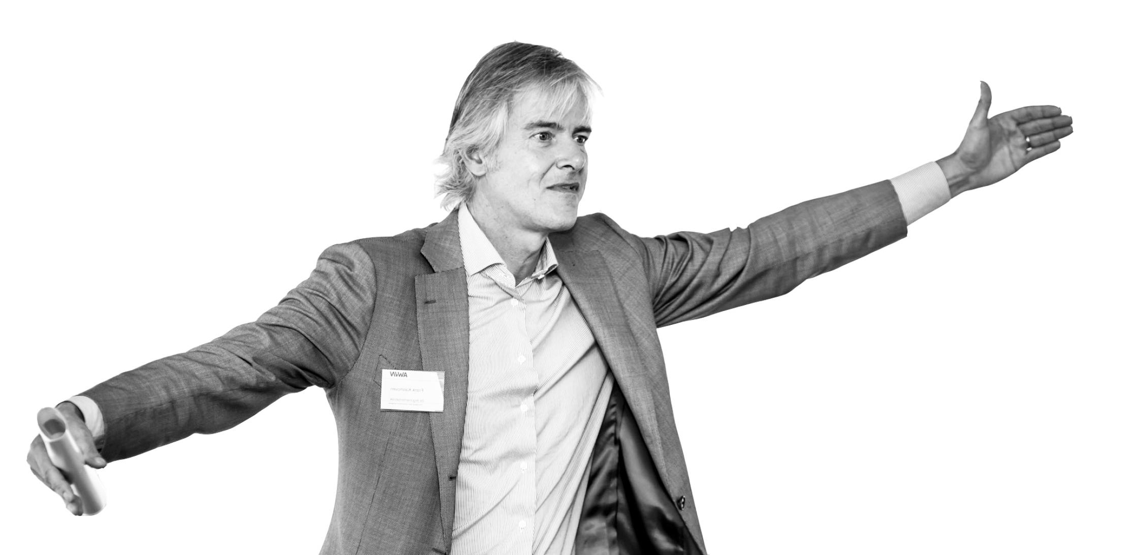 Frans Kalshoven is directeur van de  Argumentenfabriek . De Argumentenfabriek helpt mensen en organisaties helder denken door structuur en consistentie aan te brengen, bijvoorbeeld met behulp van denksessies en apps.