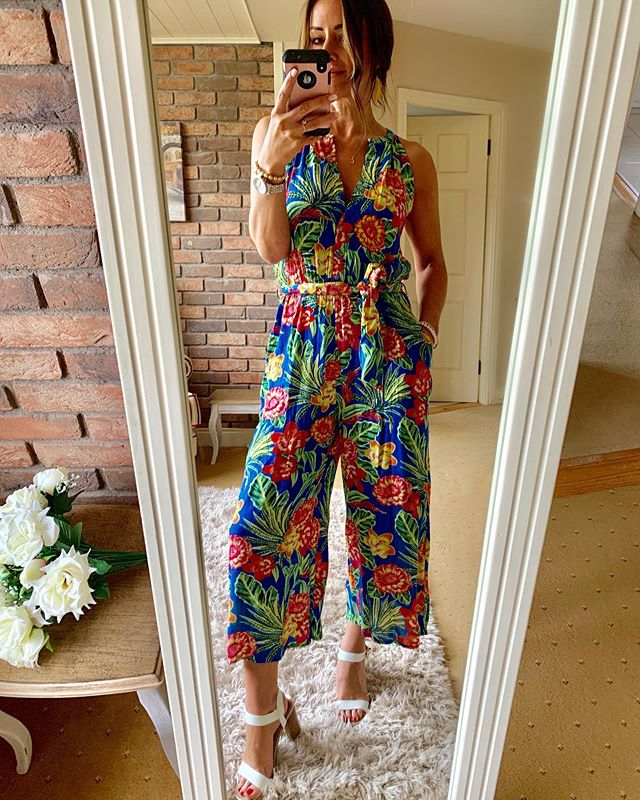 Come on sunshine!! We've total summer vibes in this beauty from @fandfclothing ☀️☀️pretty fabulous at €25 too! I'm telling you, the stock is amazing and there's more to come! Block heels are new from @riverisland at €55 🌟all jewellery @laurynrosejewellery 🌹xx #fandfclothing #summeroutfit #onlineshopping #fashionblogger #summervibes #jumpsuit #summerflorals #sandals #instafashion #whatiwore #inspirations