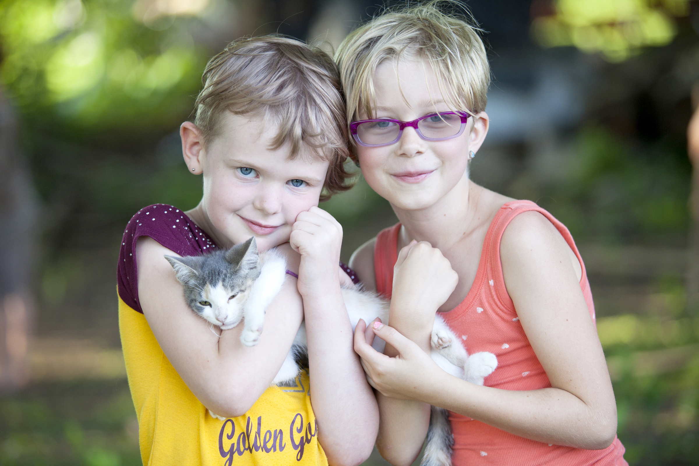 photography portrait of girls with kitten