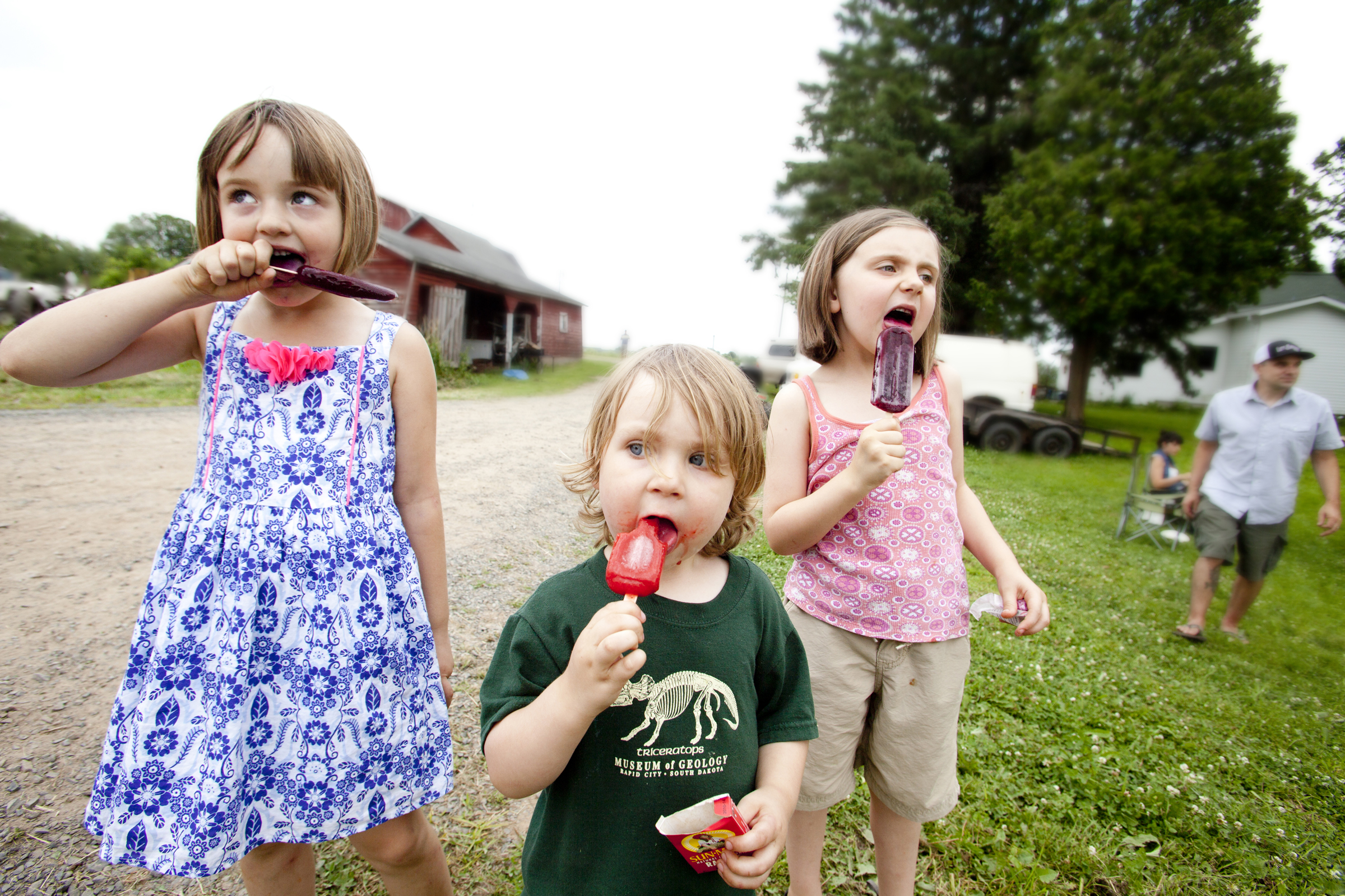 portrait photography of kids with popsicles