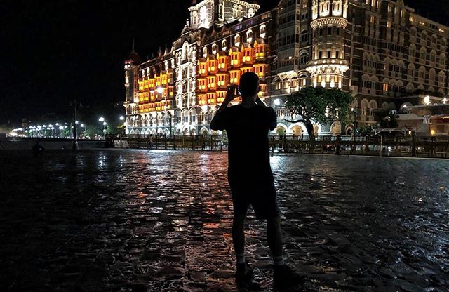 Taking pics of the famous Taj Hotel from the Gateway of India 🇮🇳