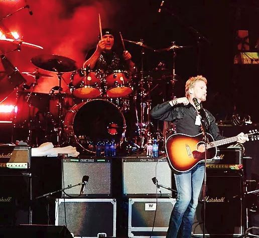 Kenny Loggins has used the Salamanders as his band on tour