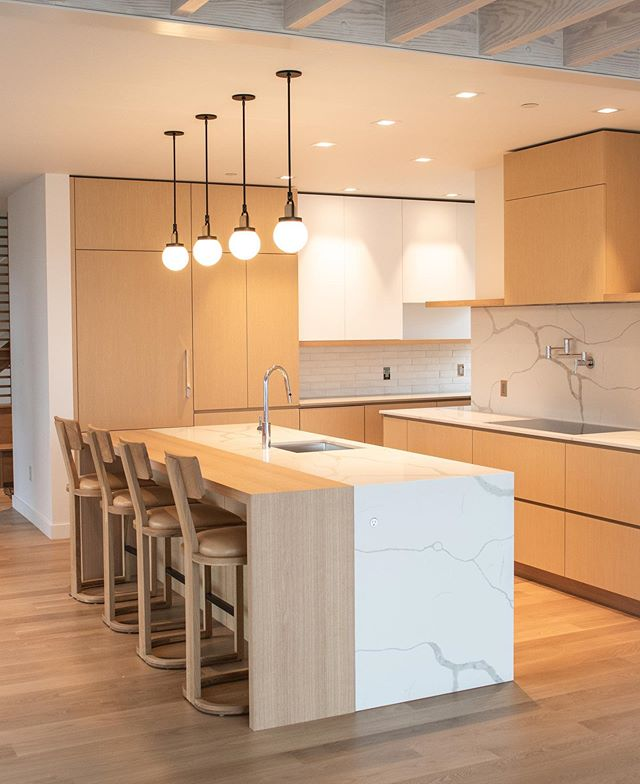 Excited to share this shot of a recently completed project on Peaks Island.  A great team effort with many talented  co-conspirators:  @whittenarchitects  @heidilachapelleinteriors  @buntonbuilders . . . More pics to come, stay tuned... . . . . #kitchendesign #kitchensofinstagram  #maine #mainehomes #madeinmaine #finewoodworking #keepcraftalive #woodlab.me