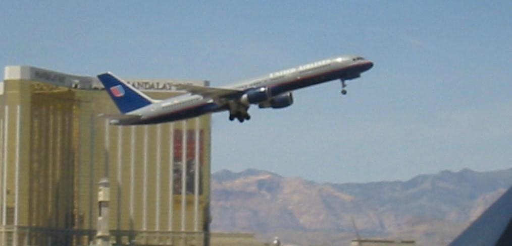 Jet taking off (2).JPG