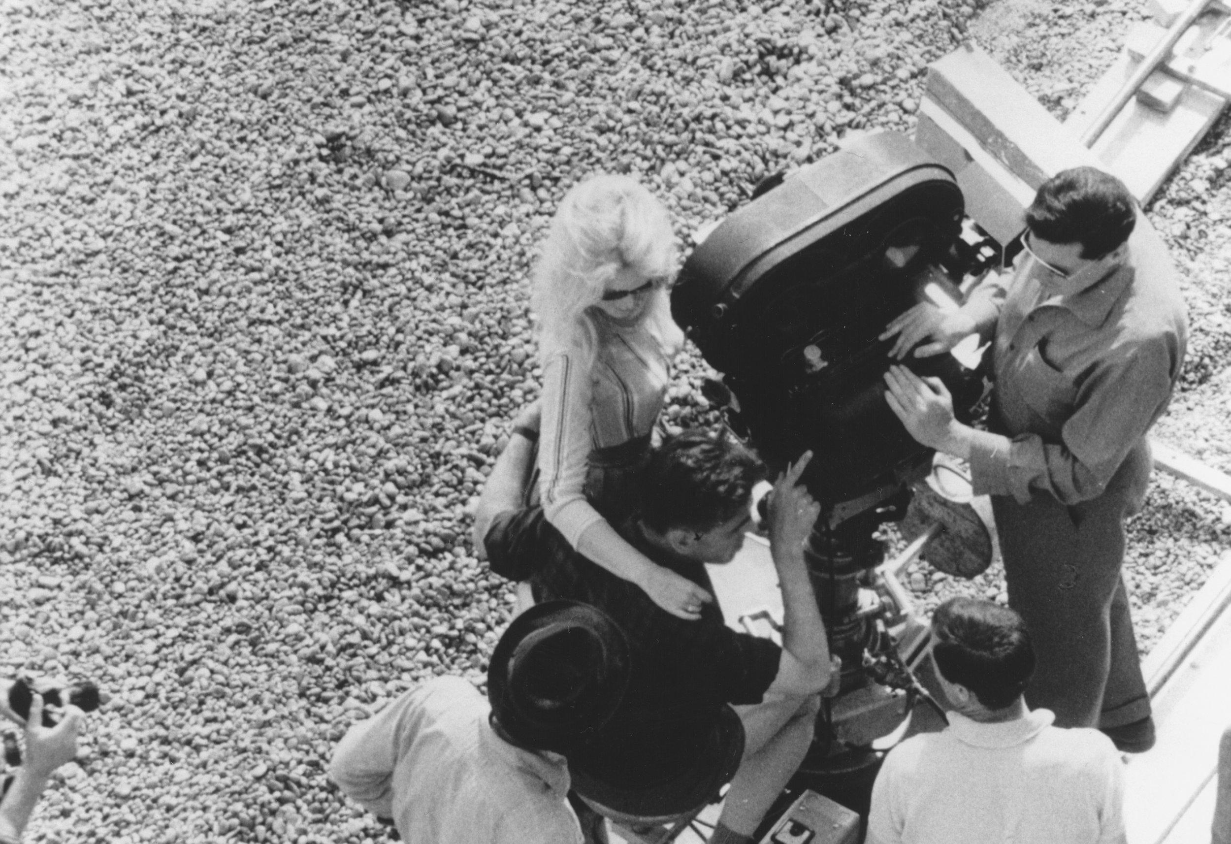 Cinéastes et Cinéma - Réalisée par Richard Bean, la série
