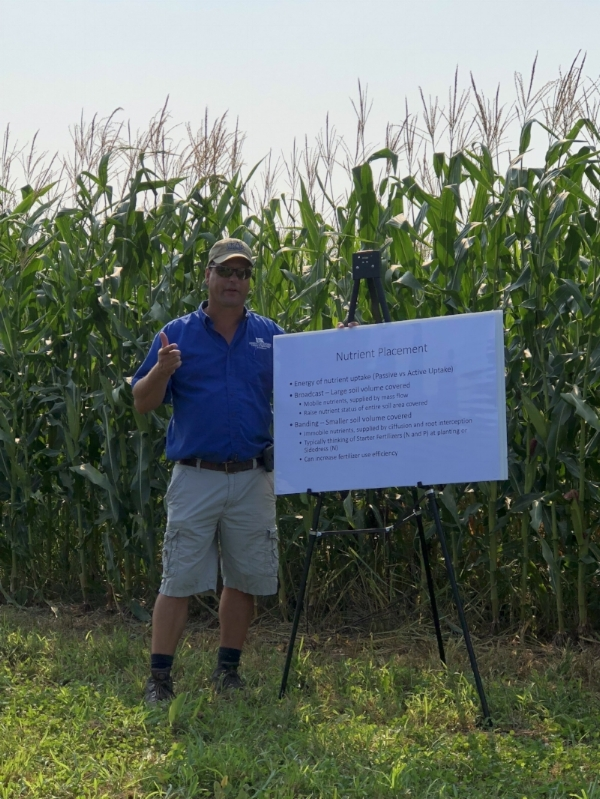 Edwin Ritchey sharing nutrient placement research to help producers decide on their corn fertilization plans.  He walked field fay participants through the decision points around starter fertilizer.