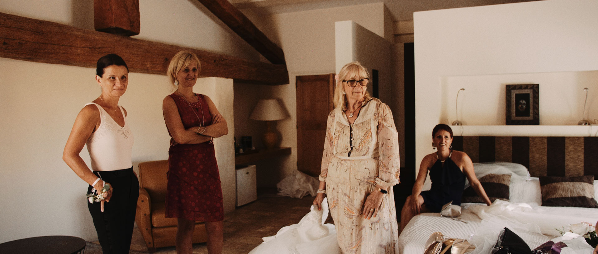 Delphine & Romulad Domaine Moures Bord de Mer Film Mariage (9).jpg