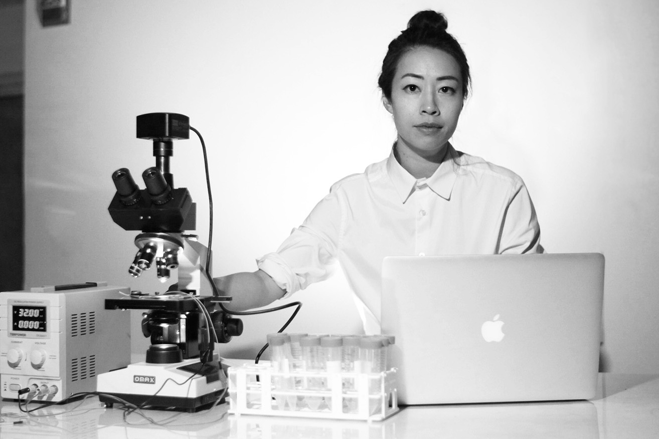 - Ani Liu - Ani's project is set in a speculative future where technologies to incubate life in artificial wombs through ectogenesis have been established. Originally developed as a feminist technology to free women from the labor of reproduction and to equalize gender productivity in the workforce, this new technology allows individuals and families to incubate babies without the inconveniences of pregnancy. ani-liu.com instagram.com/ani.liu.studio/ twitter.com/wonderinganimalTED TALK: Smelfies and Oother experiments in synthetic biology