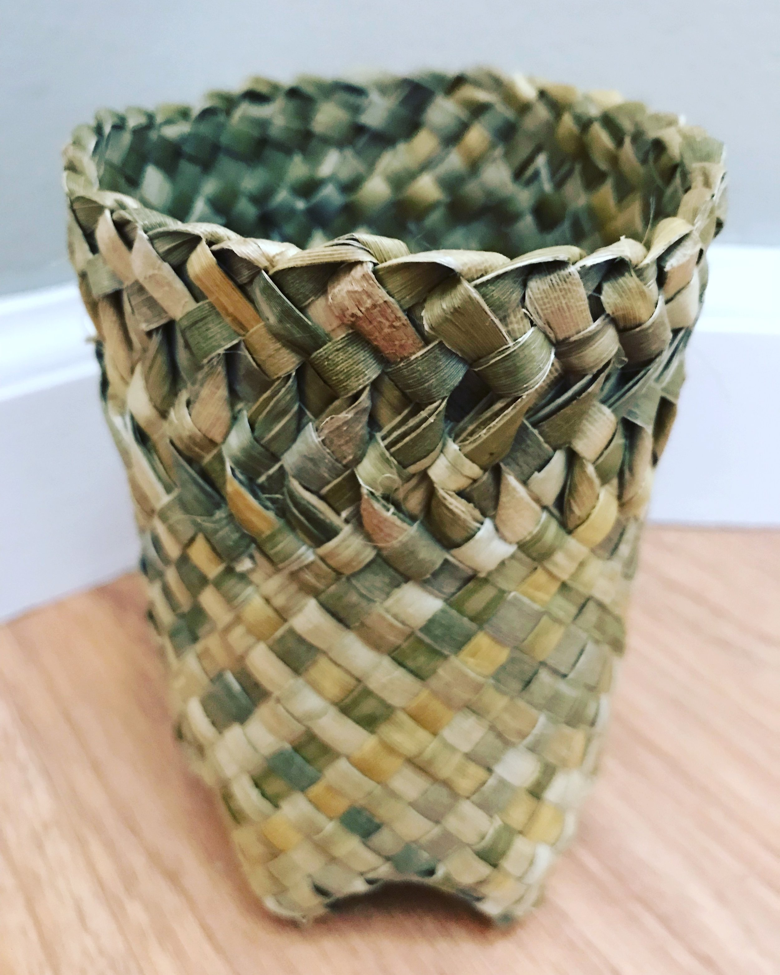 Harakeke six-footed basket