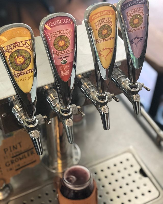 Only 4 blocks away from our old location on Westminster St 🎯We were able to fit the kombucha on tap system at @hudsonstreetdeli to keep the good stuff flowing. Less waste, less $. Only $3 / pint when you bring your own vessel. . . Amazing news everyone! 🎉@katalystkombucha is now available ON-TAP at Hudson Street Deli! Grab a pint bottle or growler to use over and over again, or bring your own container and fill 'er up. 😍 Our first step of many towards reducing our community's impact. 🌏 #zerowasteprovidence #boocheveryday #thehibuscusflavoristodiefor 🌺