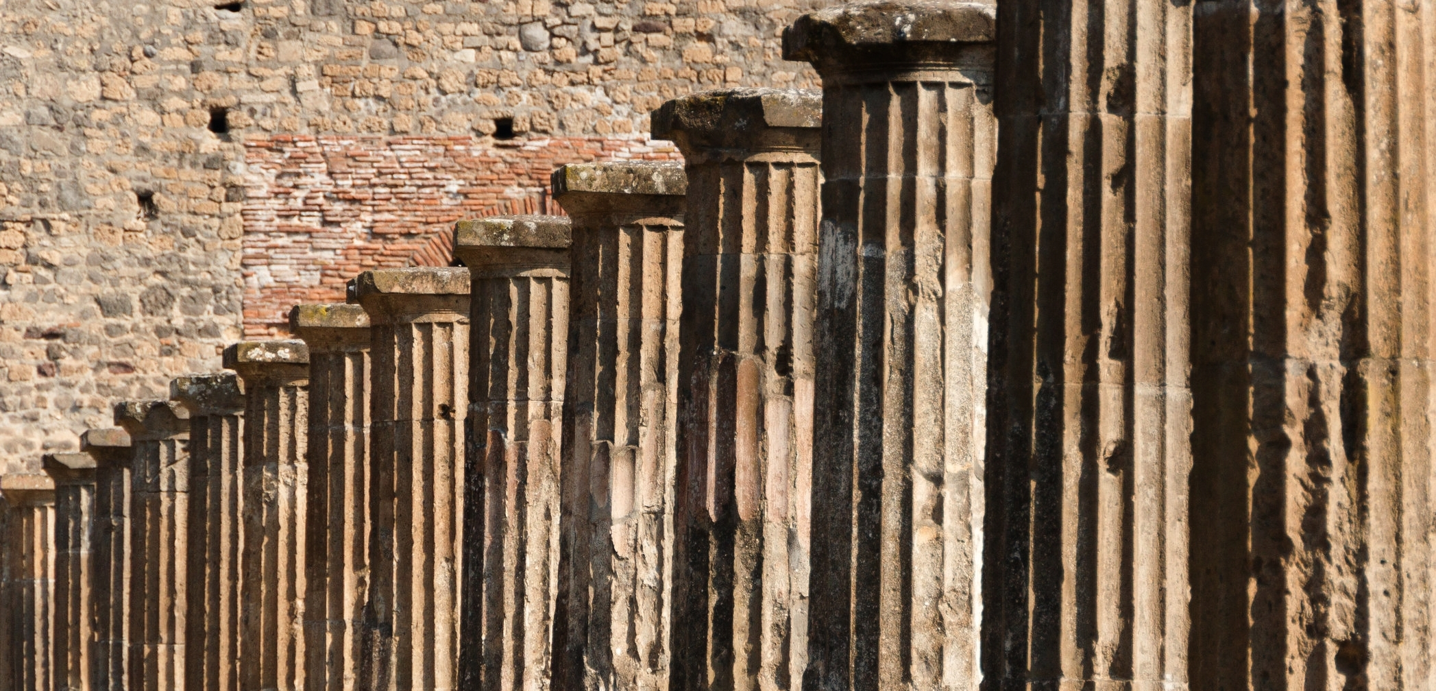 Columns_Pompeii_Italy.jpg