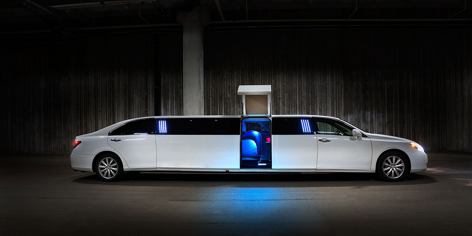 Divine-Limousine-Top-Reasons-To-Hire-A-Limousine.jpg