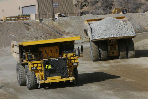 Kennecott-copper-mine-trucks-activity-tour-limousine-rental-services.jpg