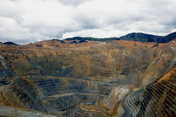 Kennecott-Copper-Mining-Pit-Limousine-Rental-Tour-Utah.jpg