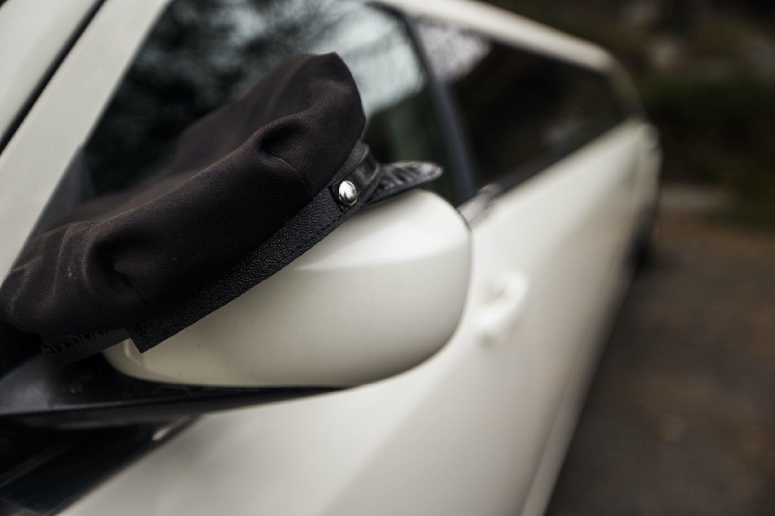 Divine-Limousine-Chrysler-300-Stretch-10-Passenger-Outside-Hat-3.jpg