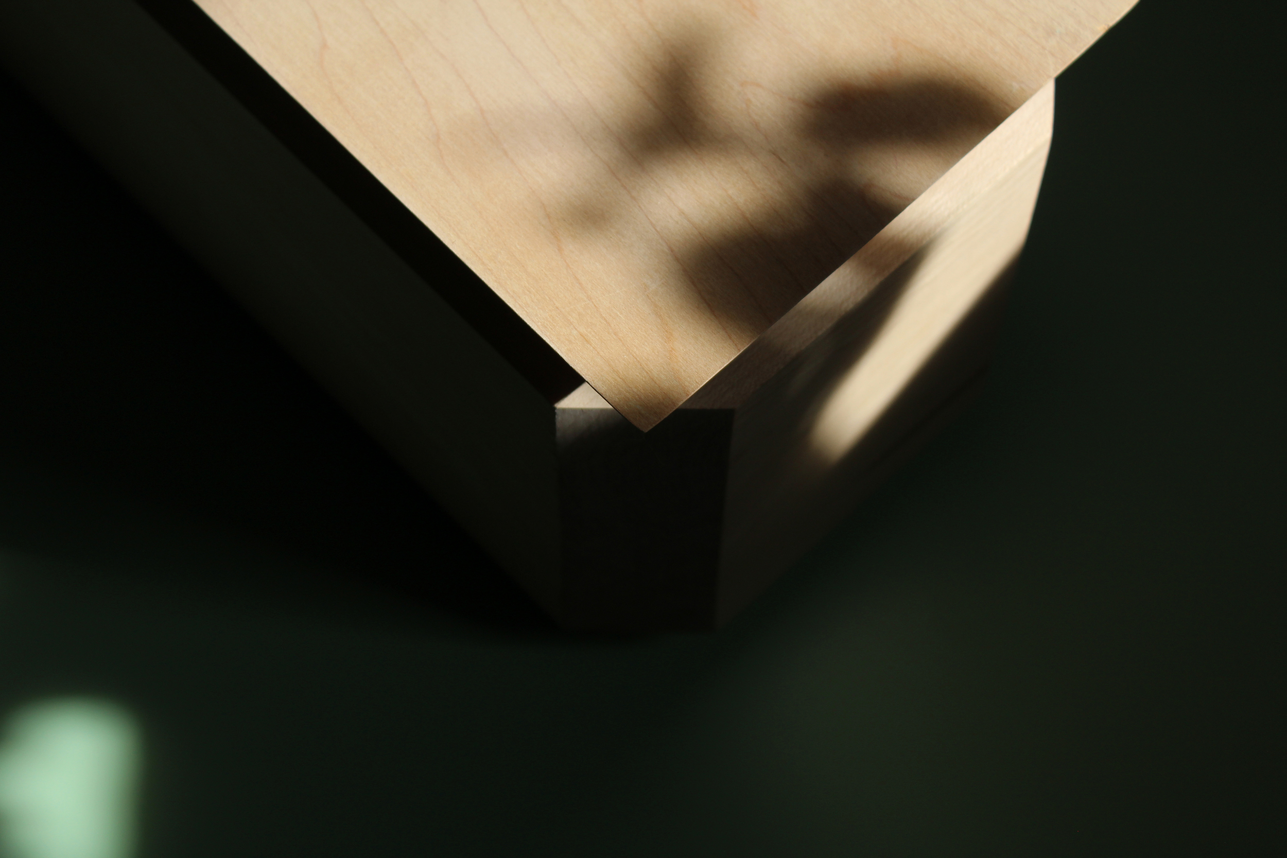 Chamfered lid detail