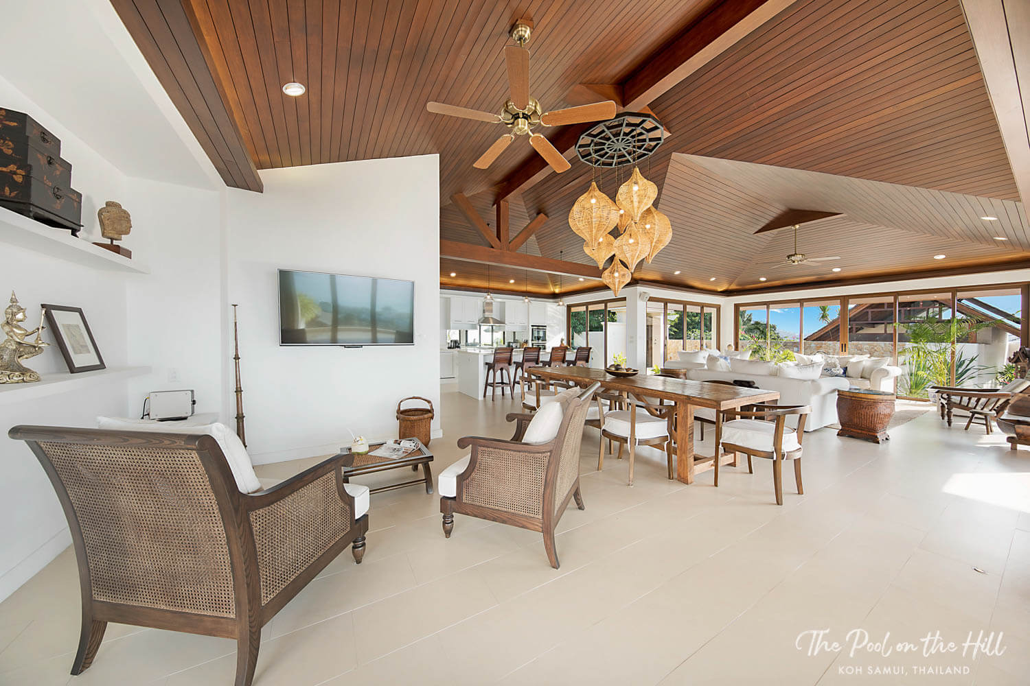 Rent a villa in Thailand: Villa concierge services in Koh Samui, Thailand – The villa's open-plan kitchen, living and dining area includes a family-size dining table for up to ten people, plus a large kitchen island.