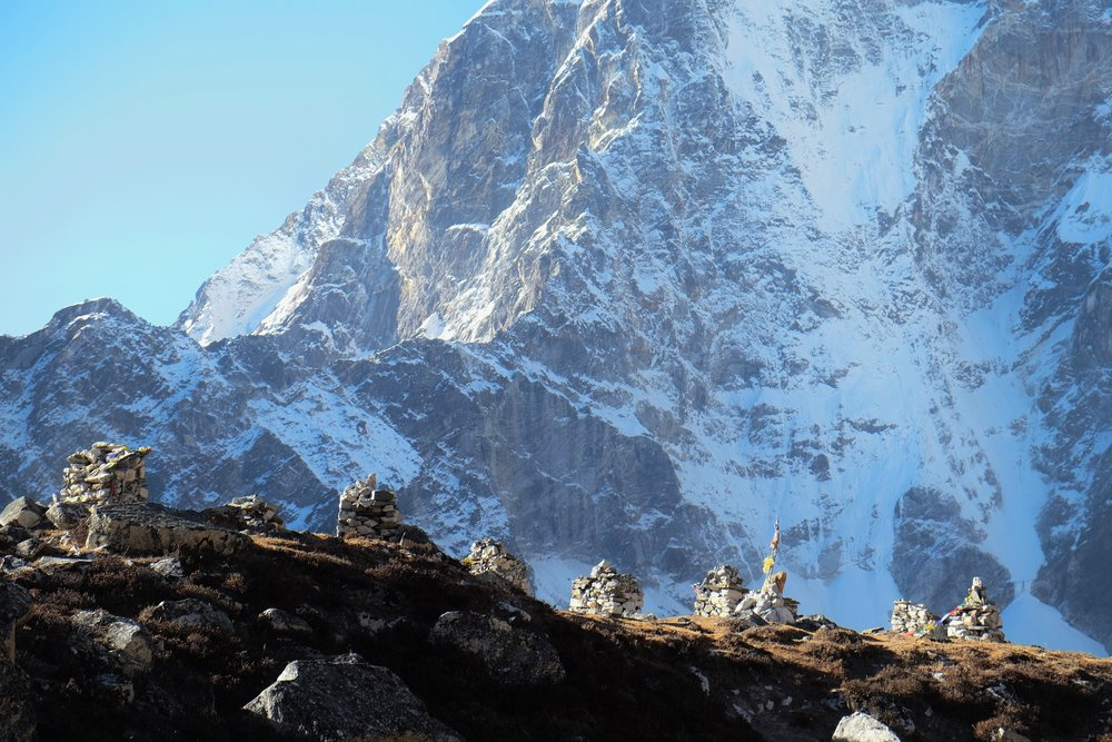 Monuments to victims of Everest