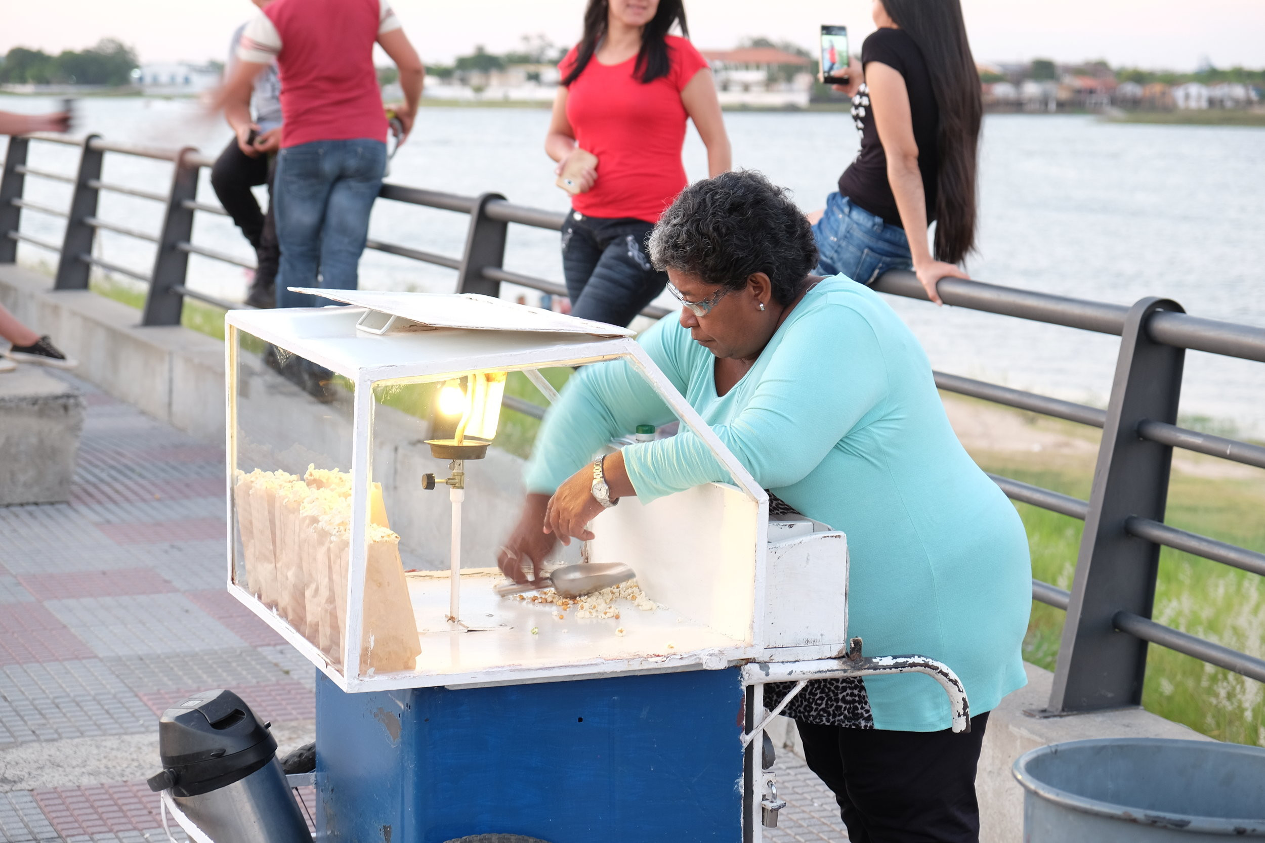 Vendedora de Pororó    Popcorn Vendor