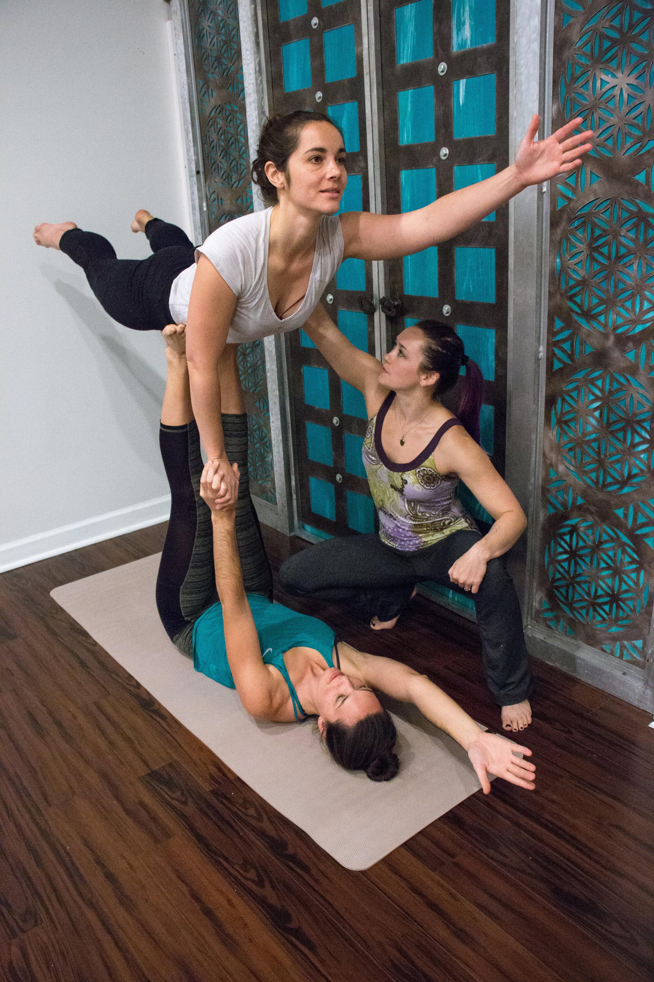 acrobatics-yoga-coach-trainer