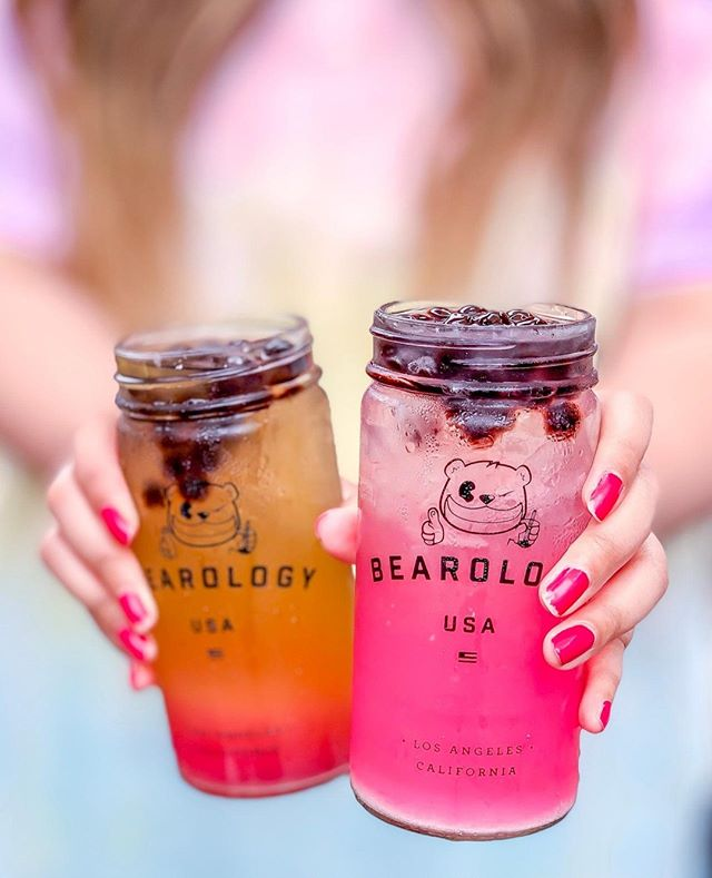 🎆 TOMORROW—Happy early #July4th to you all! Our hours at #WestfieldSantaAnita will be 11A–7PM. Make sure to get your #boba fix on before your celebration with fireworks. 🎆 ✴︎ 📸: @thefoodromantic showing off our gradient-filled jars with its luscious colors. 💖 She's holding our #Huckleberry Lemonade and #Butterfly #Lemonade! 😍