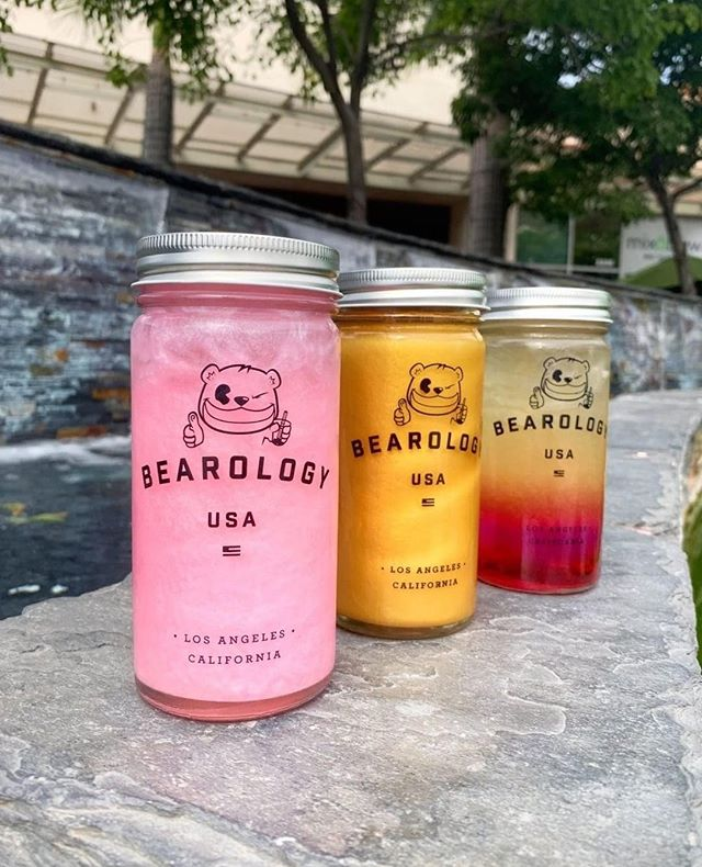 New to #Bearology? Welcome to the Bearology fam! 🐻 Need some tips on what to order? We don't judge here; we want to bring you closer to what we're about. Here's this summer's most popular lemonades:  ✴︎ ➀ #𝙿𝙸𝙽𝙺 #𝙻𝙴𝙼𝙾𝙽𝙰𝙳𝙴 ⟶ Are you a pink-everything type of person? 💖 Add this to your list. Made with butterfly-pea extract and freshly squeezed lemon juice, this will keep your thirst quenched through #Los Angeles' heat.  ✴︎ ➁ #𝟸𝟺𝙺 𝙶𝙾𝙻𝙳𝙴𝙽 𝚃𝙴𝙰⟶ #BrunoMars' 24Karat Magic is in the air 🌠 when you get your hands on one of these. You can never go wrong with a classic lemon honey green tea. As simple of a recipe, it's a true eye-catcher (does not contain gold flakes 😂).  ✴︎ ➂ 𝙷𝚄𝙲𝙺𝙻𝙴𝙱𝙴𝚁𝚁𝚈 𝙻𝙴𝙼𝙾𝙽𝙰𝙳𝙴⟶ Huckleberries are easily confused with blueberries; they certainly look alike, but have many differences! Huckleberries are sweeter, so if you are looking for something naturally sweet from our menu—this has the most unique taste from any boba drink you've ever tried. ✴︎ 📸: @eatwithkim