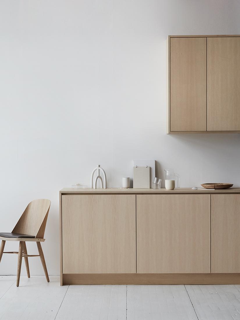 Platsbyggt minimalistiskt kök i ask -   läs mer