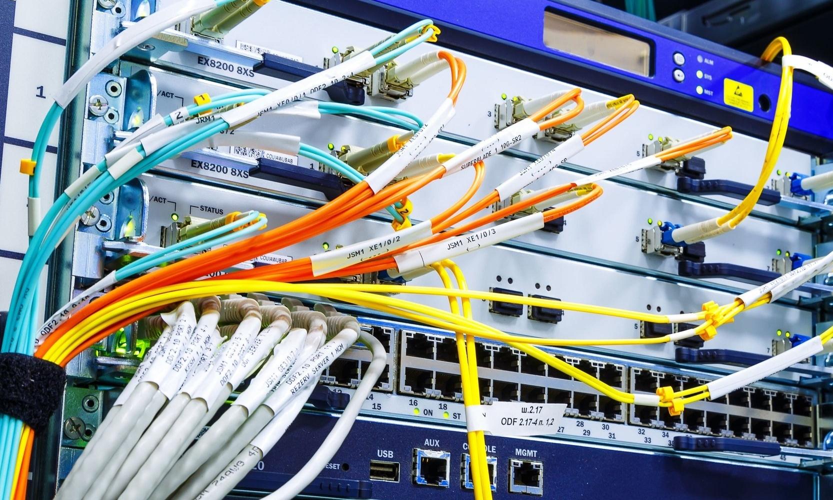 ….Unsere Vernetzungen sprechen eine klare Sprache: zuverlässig, hochverfügbar, echtzeitfähig..Our networks speak a clear language: reliable, highly available, real-time capable…. -