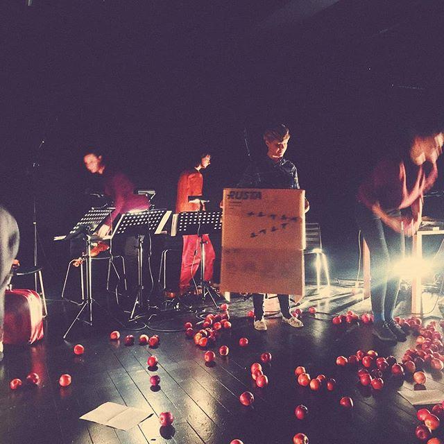 From yesterday's performance at @interartscenter. Thank you @vindlastringquartet for playing our music! #kärakristinejensen #transistorfestivalen #11thhoisecollective #stringquartet #apples