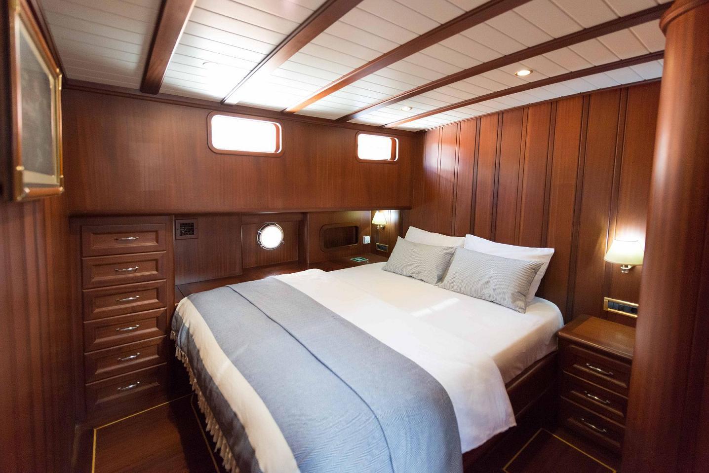 13 -Mid. Guest Cabin.jpg