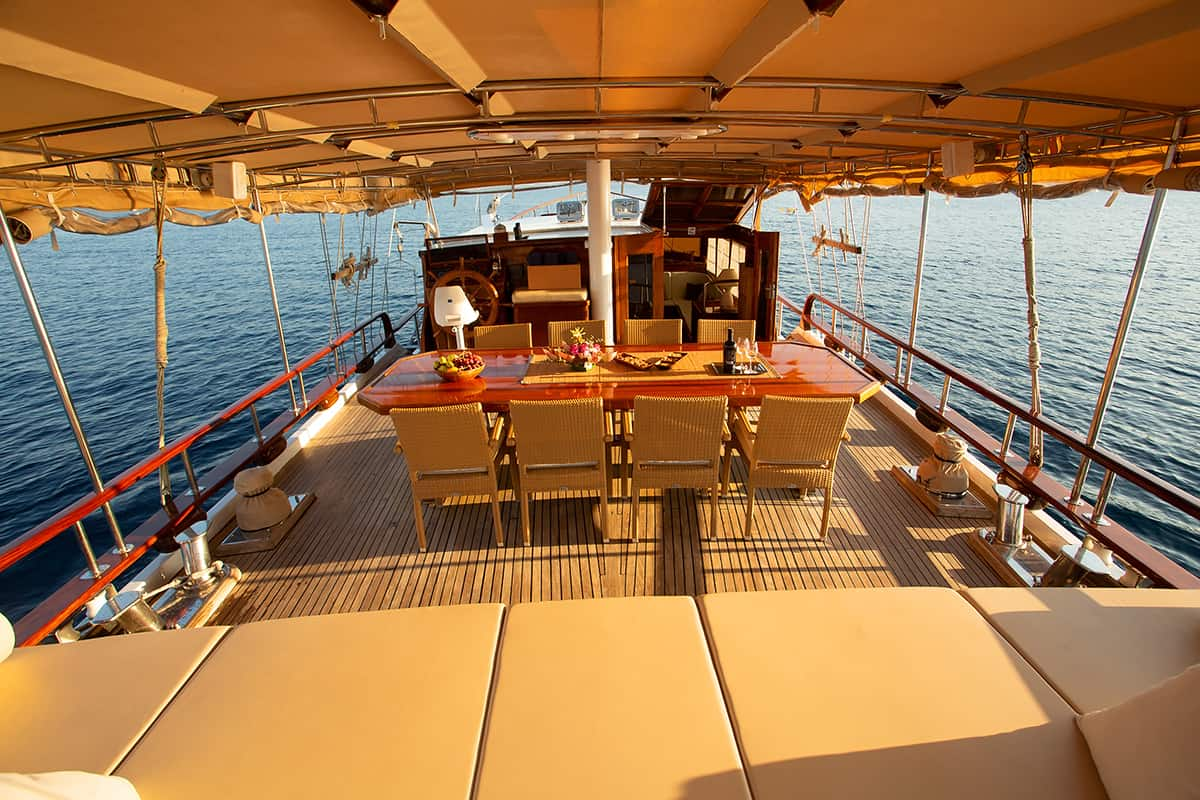 MALENA-Aft-deck-4.jpg