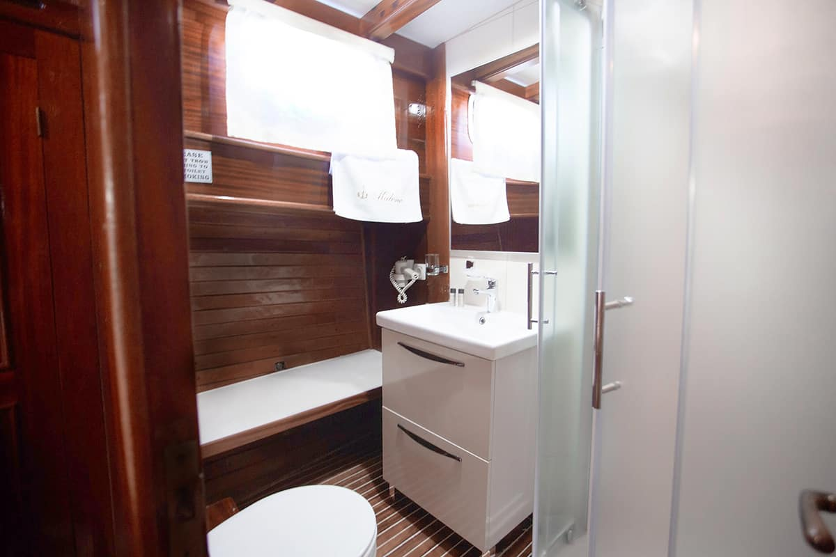 MALENA-Bathroom.jpg