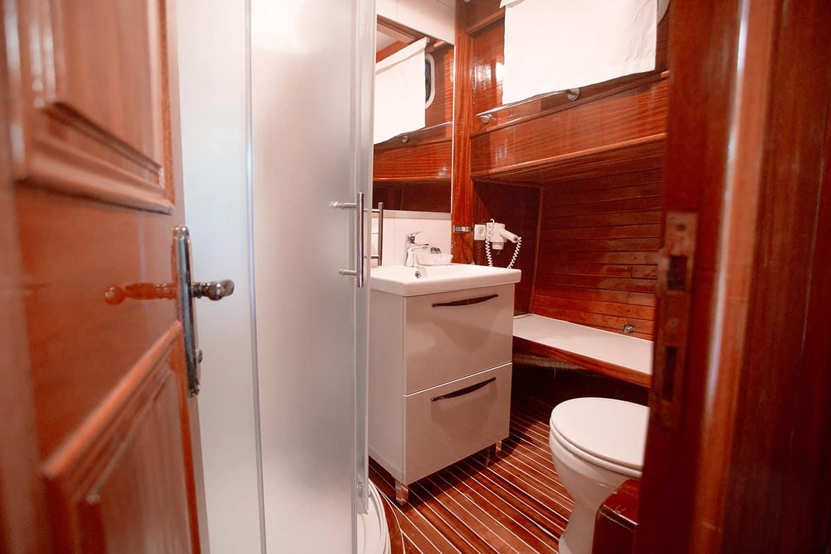 MALENA-Bathroom-2.jpg
