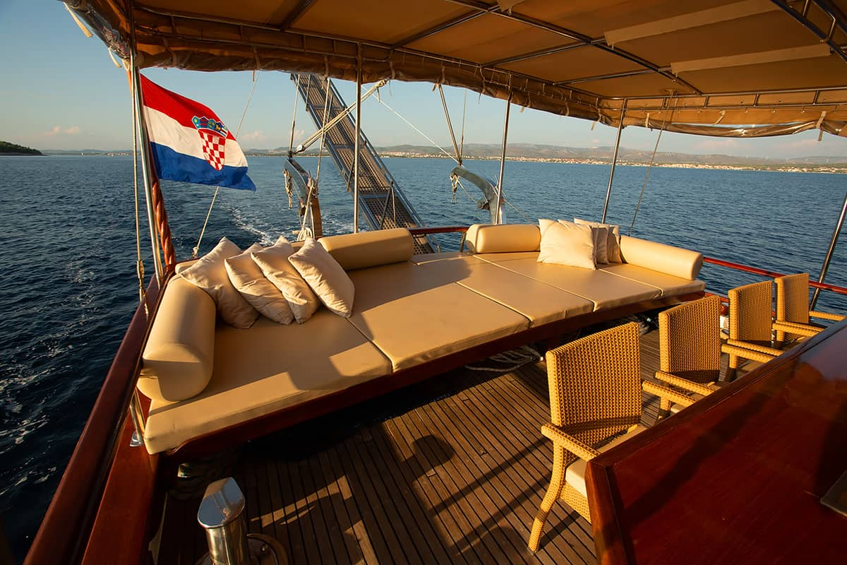 MALENA-Cushioned-area-on-Aft-deck.jpg