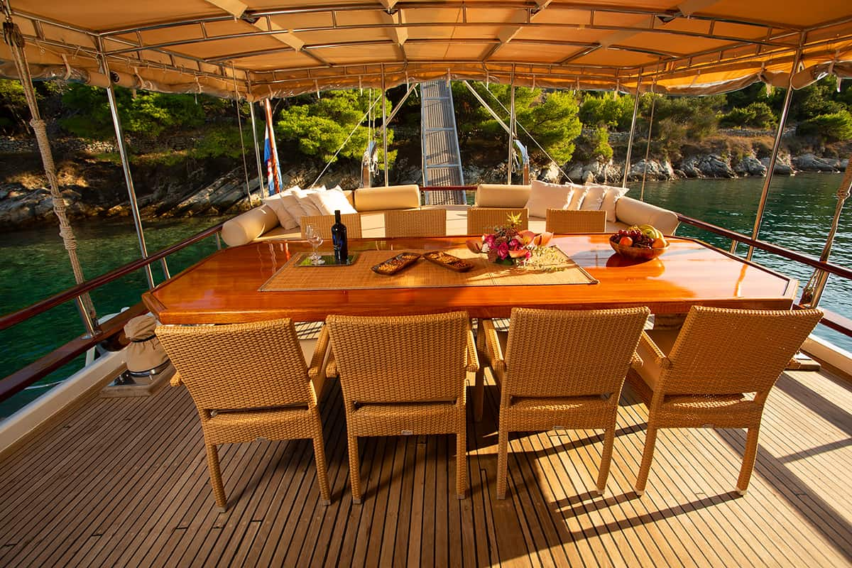 MALENA-Dining-area-on-Aft-deck.jpg