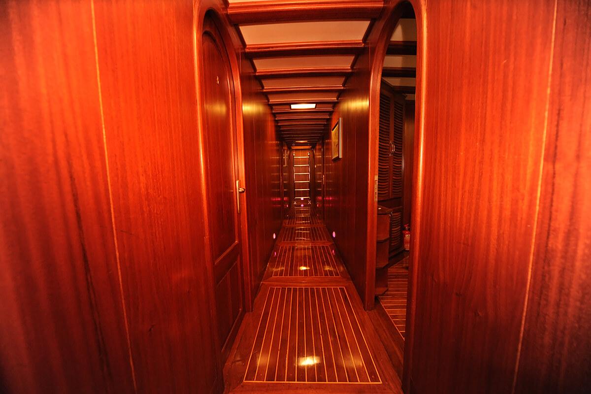 Hallway10.jpg
